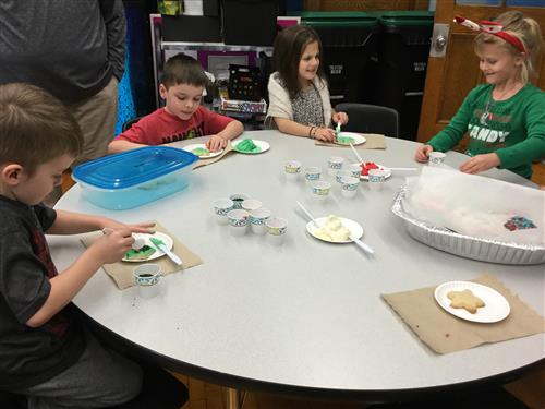 Lindbergh students decorating holiday cookies