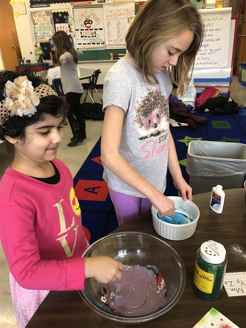 Holmes students making slime