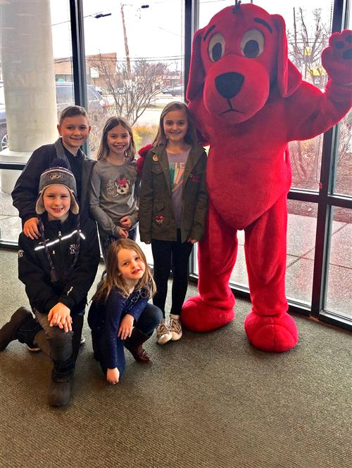Students pose with Clifford
